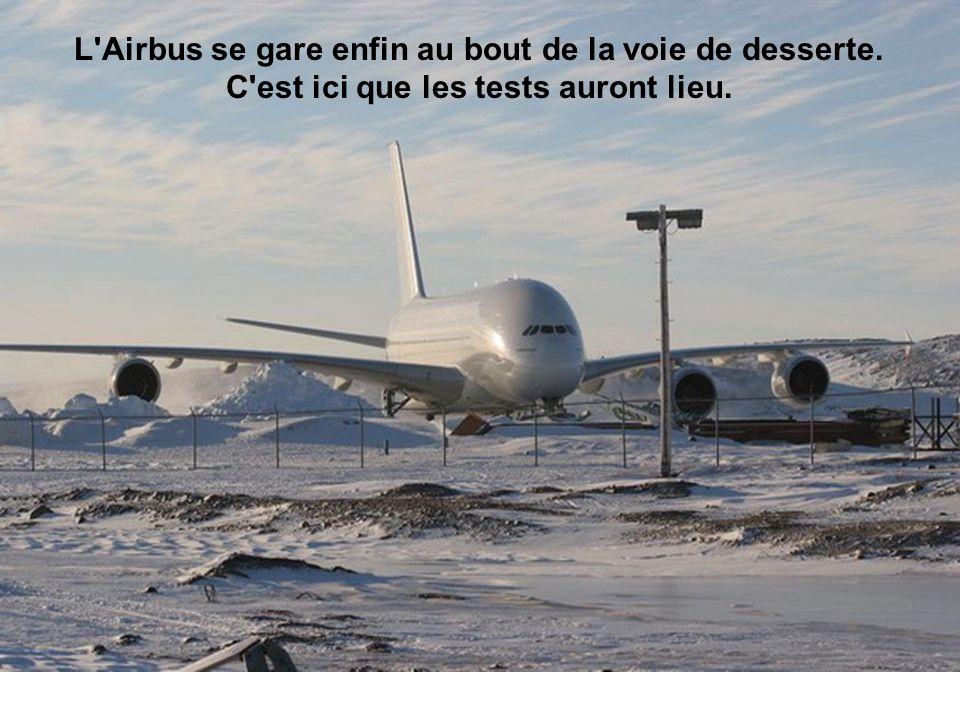 L Airbus se gare enfin au bout de la voie de desserte. C est ici que les tests auront lieu.