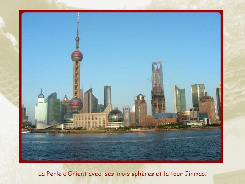 La partie la plus moderne de Shanghai est le quartier du Pudong, ville nouvelle qui sest développée de lautre côté de la rivière. Cest là que lon trou