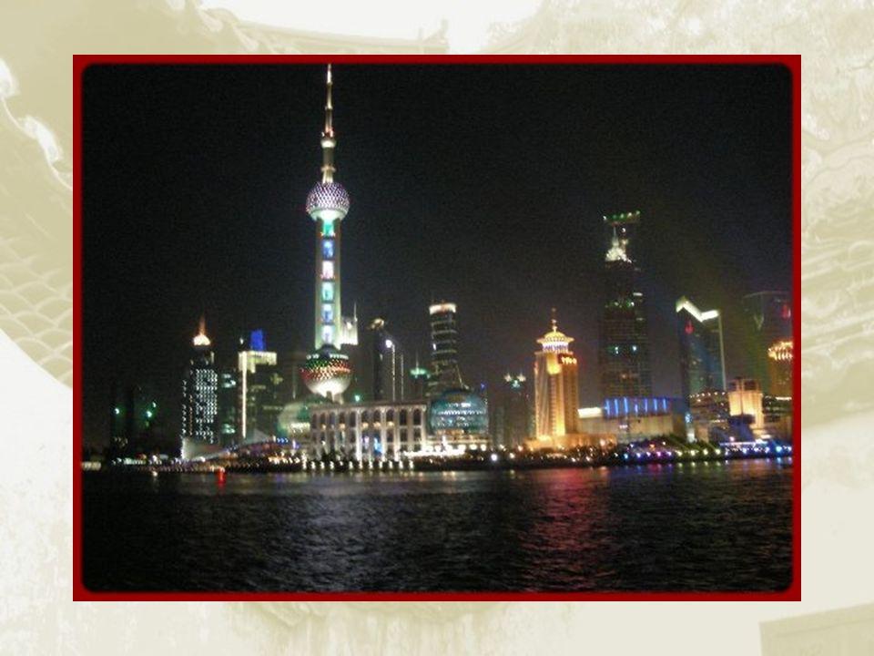 Différentes vues sur la rivière Huangpu Jiang.