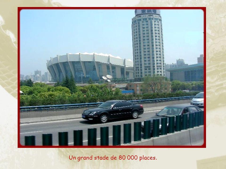 Le moins quon puisse dire cest quà Shanghai, comme partout en Chine, le souci de cacher les fils électriques nest pas primordial!
