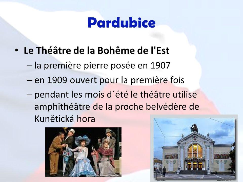 Pardubice Le Théâtre de la Bohême de l'Est – la première pierre posée en 1907 – en 1909 ouvert pour la première fois – pendant les mois d´été le théât