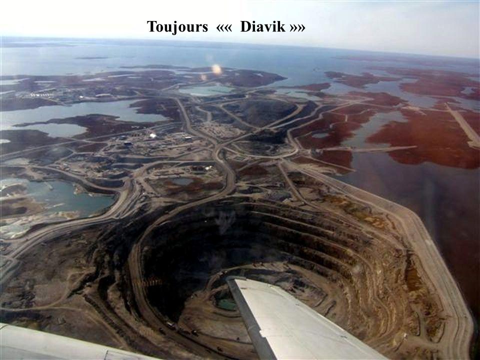 Vu des airs la mine de diamants Diavik.