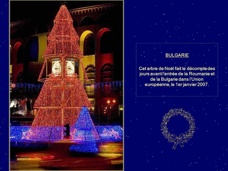 BRÉSIL Des feux dartifices éclairent l arbre de Noël du lac Rodrigo de Freitas de Rio de Janeiro à loccasion de la traditionnelle cérémonie dillumination.
