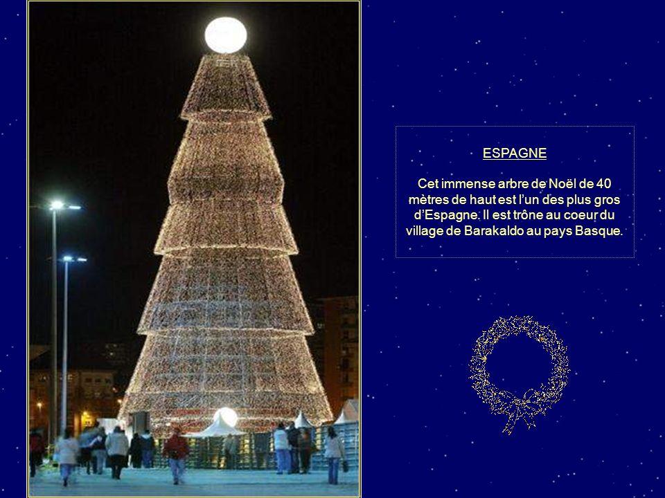 CHINE Un faux père Noël s'est glissé dans le décor à Pékin.