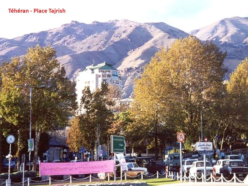 Monument Shahyad ou Monument de la Liberté à Téhéran