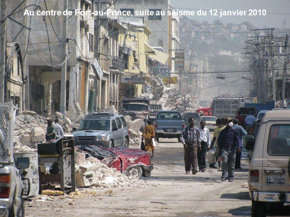 Au centre de Port-au-Prince, suite au séisme du 12 janvier 2010