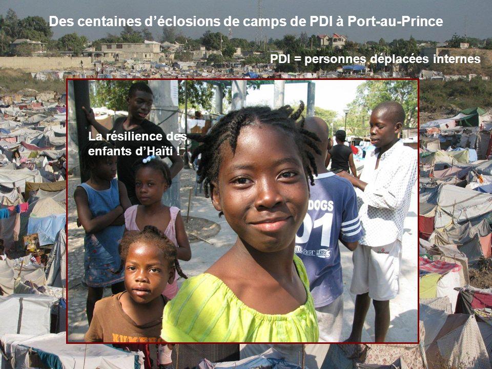 On fait la queue devant les ambassades des É-U et du Canada… Les yeux révèlent lâme dune Haïtienne Laéroport de P-au-P demeure congestioné