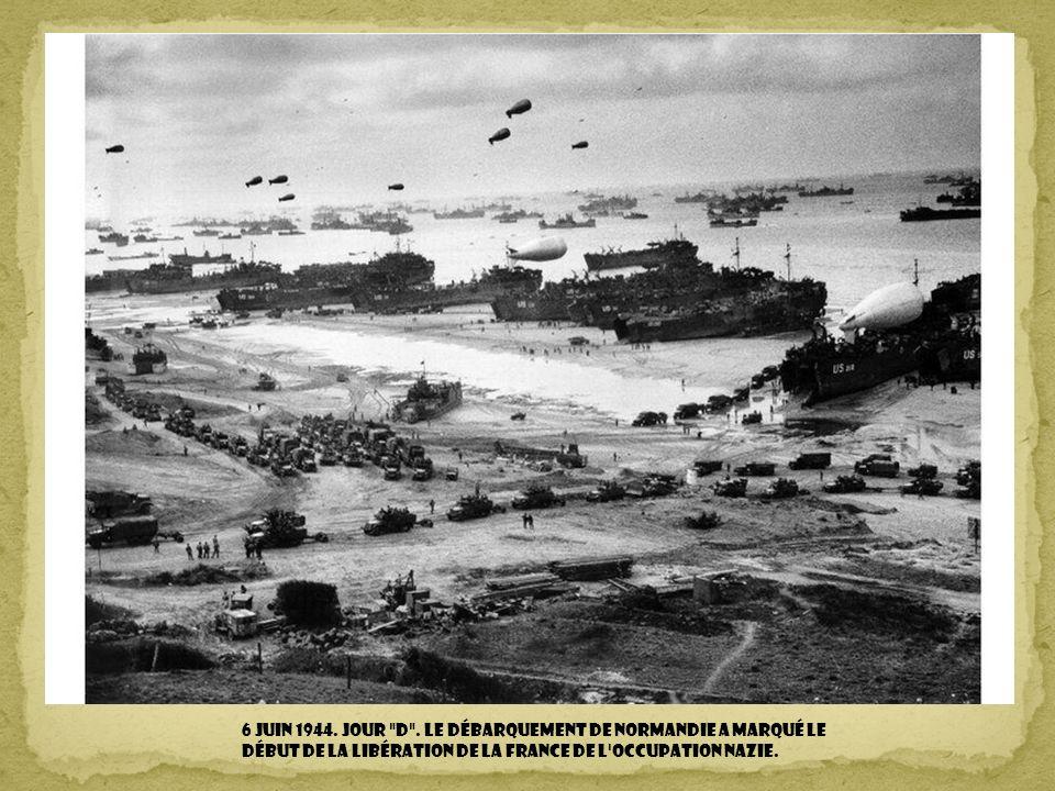 28 novembre 1943. STALINE, ROOSEVELT et CHURCHILL, à la conférence de Téhéran. STALINE se rallia au plan américain de débarquement en Provence.