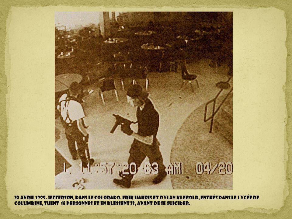 2 Juin 1998. Dakota du Sud. 50ème anniversaire du début de la construction du Crazy Horse Memorial ouvert au public. La sculpture colossale du Crazy H