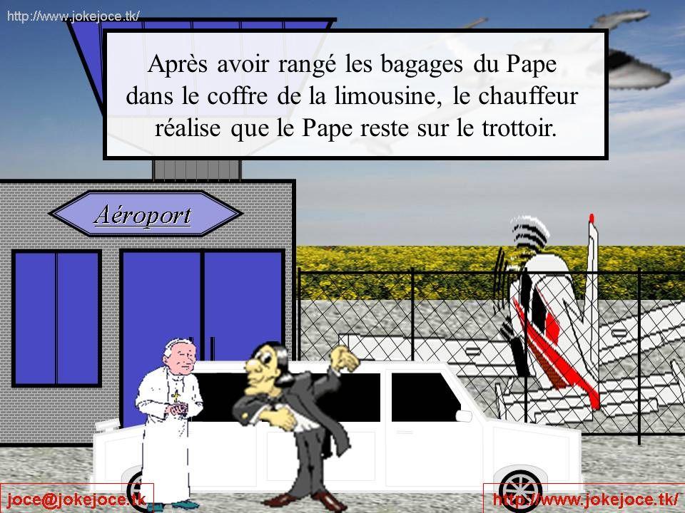 Après avoir rangé les bagages du Pape dans le coffre de la limousine, le chauffeur réalise que le Pape reste sur le trottoir.