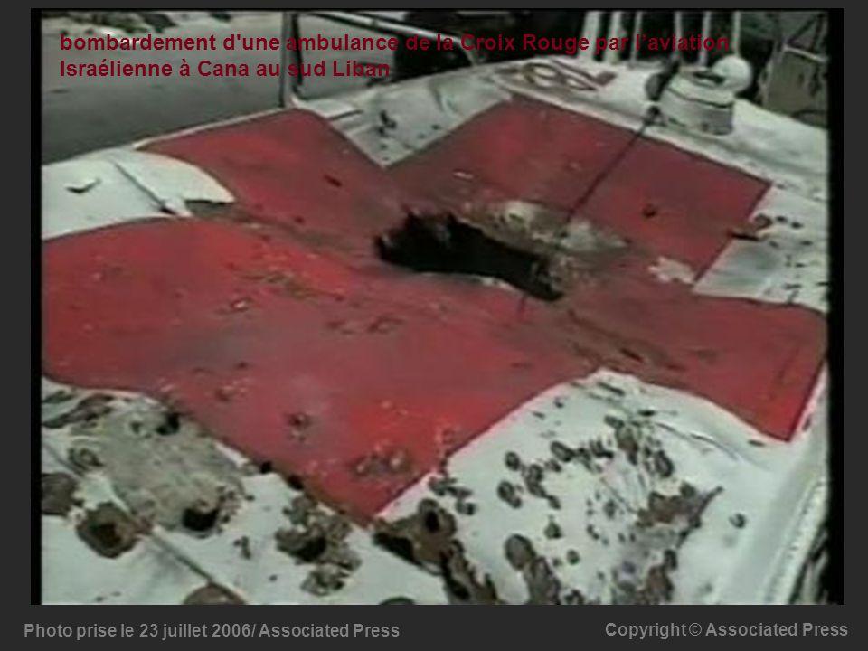 Photo prise le 23 juillet 2006/ Associated Press Copyright © Associated Press bombardement d'une ambulance de la Croix Rouge par laviation Israélienne