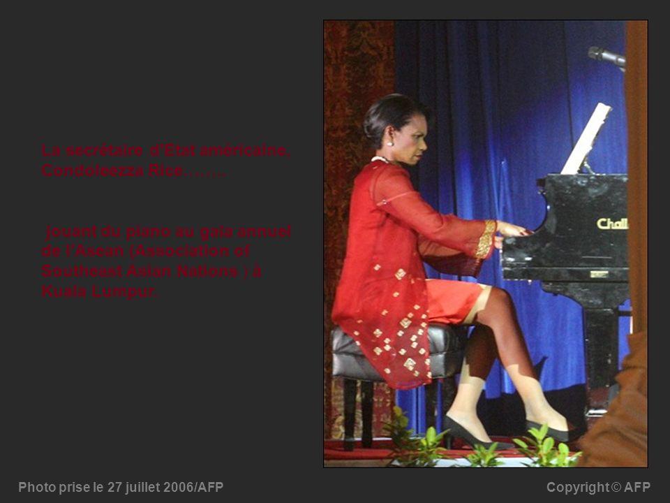 Copyright © AFPPhoto prise le 27 juillet 2006/AFP La secrétaire d'Etat américaine, Condoleezza Rice…….. jouant du piano au gala annuel de l'Asean (Ass
