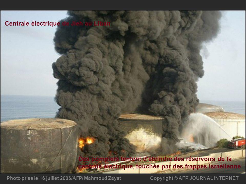 Copyright © AFP JOURNAL INTERNETPhoto prise le 16 juillet 2006/AFP/ Mahmoud Zayat Des pompiers tentent d'éteindre des réservoirs de la centrale électr