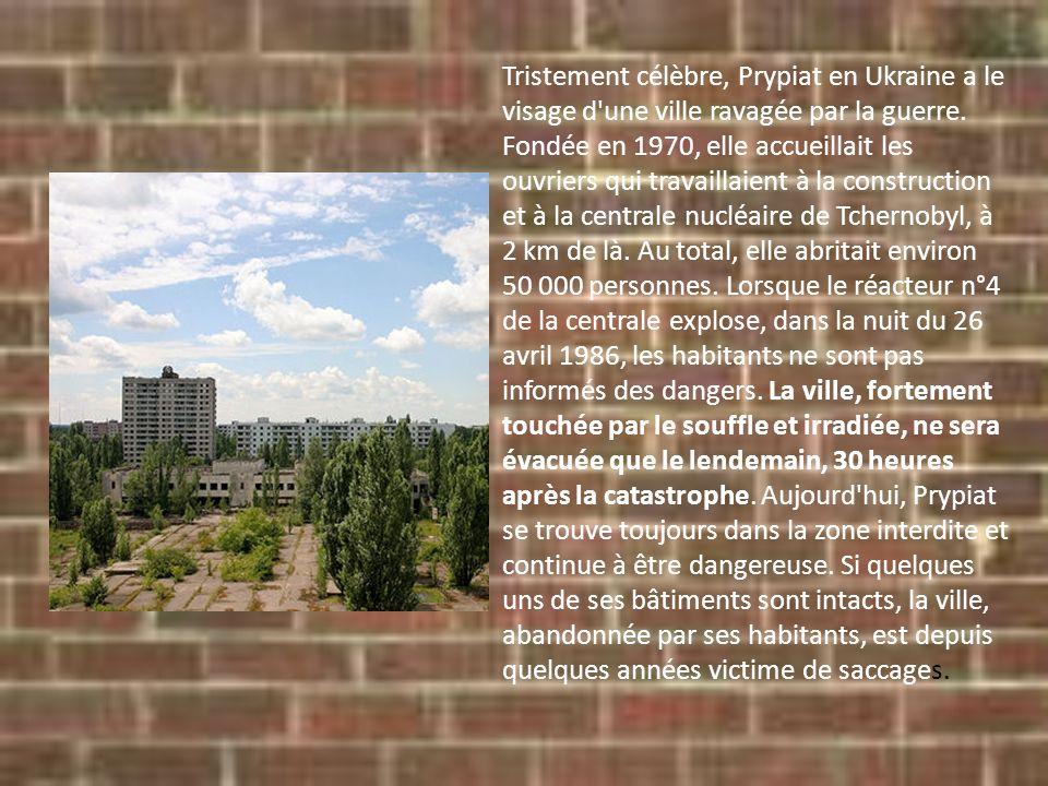 Tristement célèbre, Prypiat en Ukraine a le visage d'une ville ravagée par la guerre. Fondée en 1970, elle accueillait les ouvriers qui travaillaient