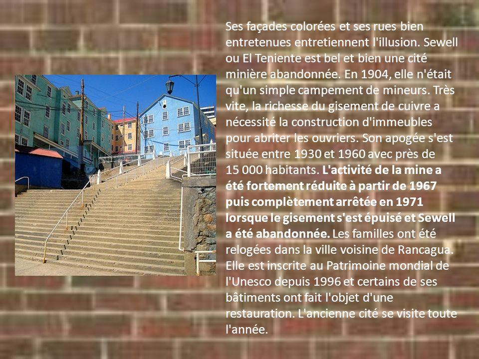 Ses façades colorées et ses rues bien entretenues entretiennent l'illusion. Sewell ou El Teniente est bel et bien une cité minière abandonnée. En 1904