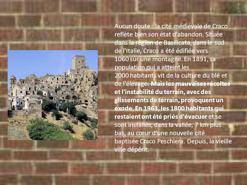Aucun doute : la cité médiévale de Craco reflète bien son état d'abandon. Située dans la région de Basilicata, dans le sud de l'Italie, Craco a été éd