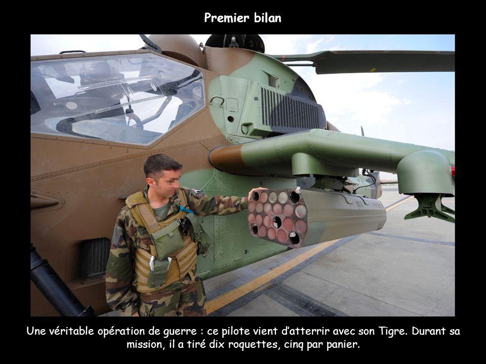 Une véritable opération de guerre : ce pilote vient datterrir avec son Tigre. Durant sa mission, il a tiré dix roquettes, cinq par panier. Premier bil