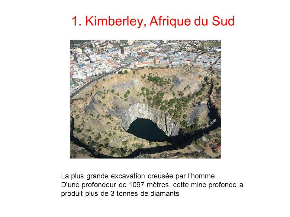 1. Kimberley, Afrique du Sud La plus grande excavation creusée par l'homme D'une profondeur de 1097 mètres, cette mine profonde a produit plus de 3 to