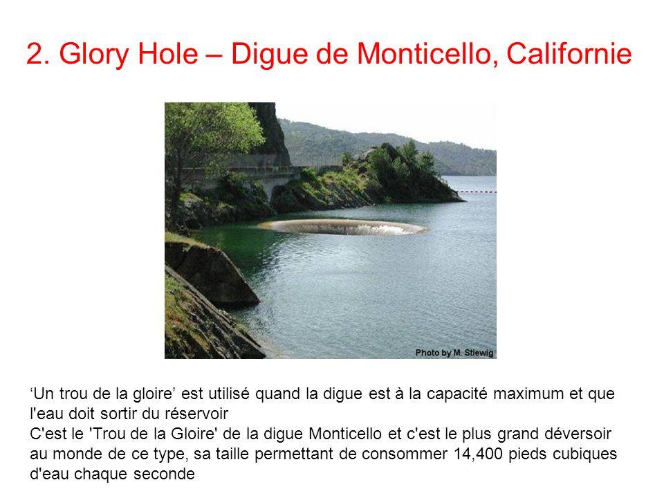 2. Glory Hole – Digue de Monticello, Californie Un trou de la gloire est utilisé quand la digue est à la capacité maximum et que l'eau doit sortir du