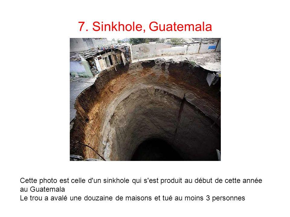 7. Sinkhole, Guatemala Cette photo est celle d'un sinkhole qui s'est produit au début de cette année au Guatemala Le trou a avalé une douzaine de mais