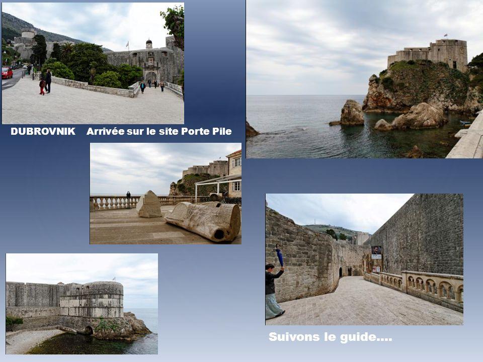 DUBROVNIK Arrivée sur le site Porte Pile Suivons le guide….