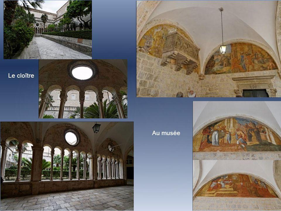 Laccès aux remparts Vers le monastère et musée franciscain La grande rue Stradum