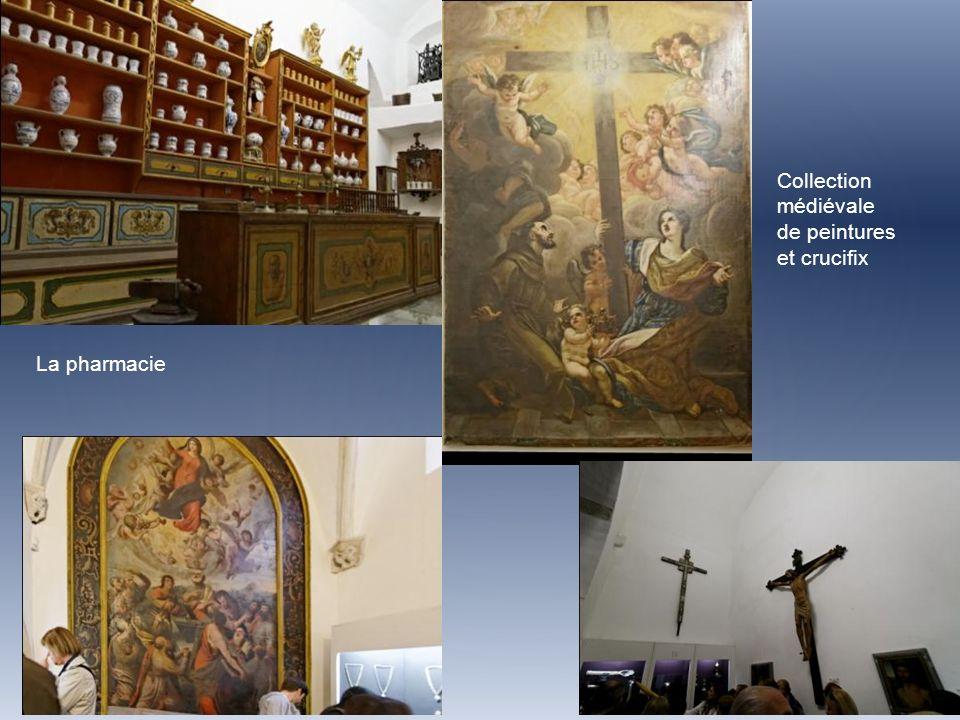 La pharmacie Collection médiévale de peintures et crucifix