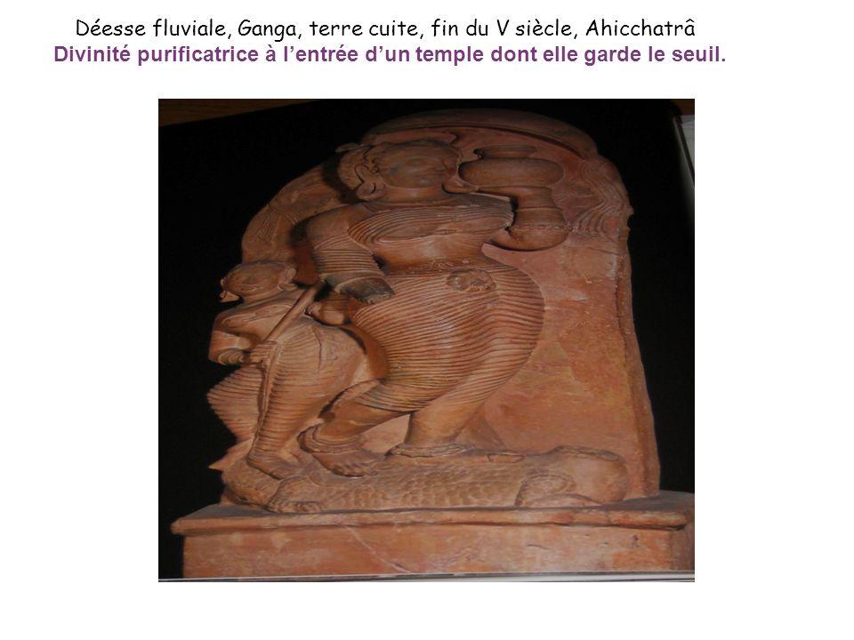 Déesse fluviale, Ganga, terre cuite, fin du V siècle, Ahicchatrâ Divinité purificatrice à lentrée dun temple dont elle garde le seuil.