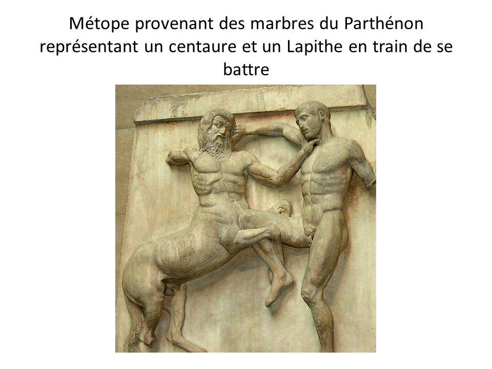 Métope provenant des marbres du Parthénon représentant un centaure et un Lapithe en train de se battre
