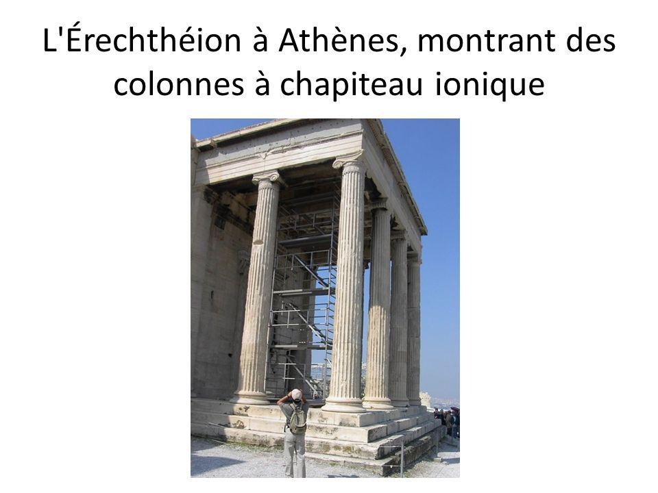 L'Érechthéion à Athènes, montrant des colonnes à chapiteau ionique