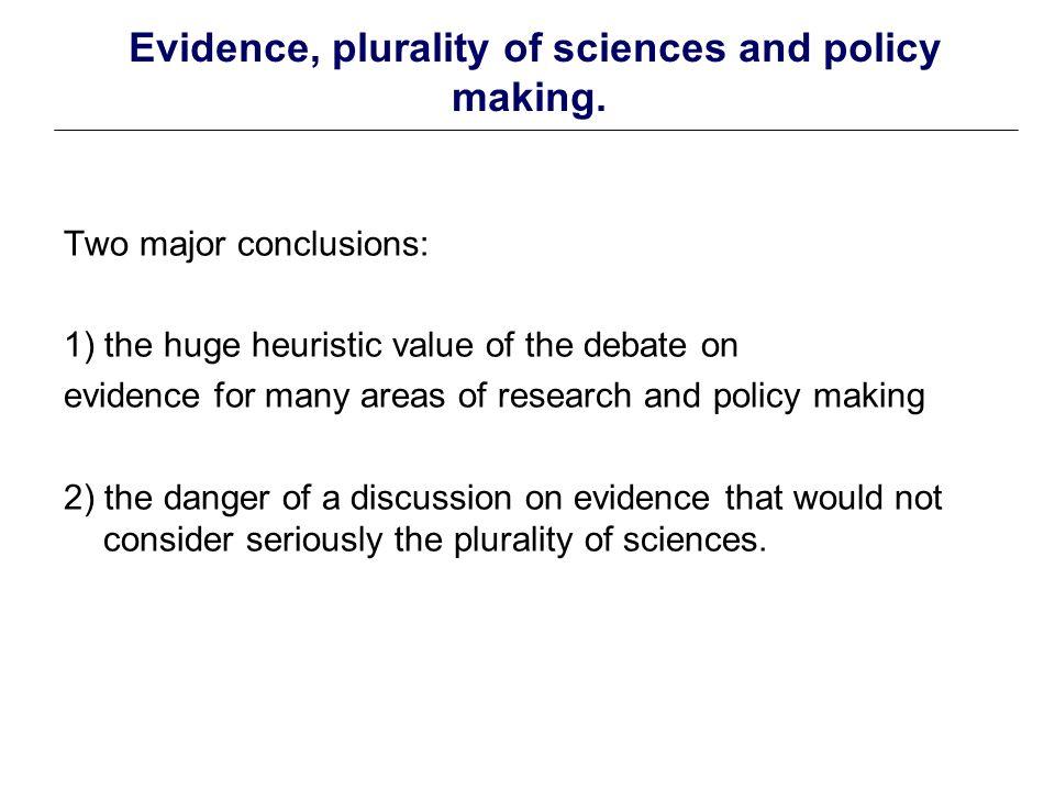 Diversité des approches en termes d evidence-based ou evidence-aware policy Ce qui est en jeu: la relation à la pratique Les débats et controverses sont nombreux.
