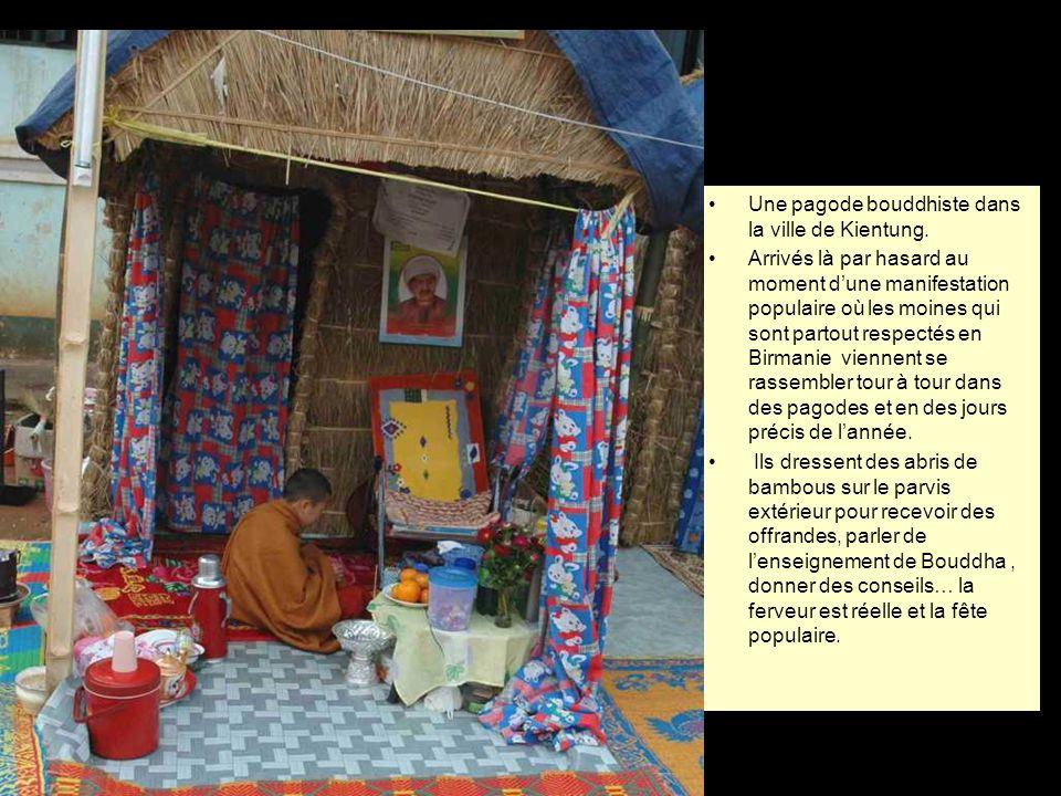 Le pays Shan sur fond de montagnes chinoises. Les interprétations divergent sur lorigine du mot Shan: il voudrait dire « méditation silencieuse », mai