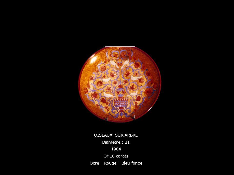 OISEAUX SUR ARBRE Diamètre : 21 1984 Or 18 carats Ocre – Rouge – Bleu foncé
