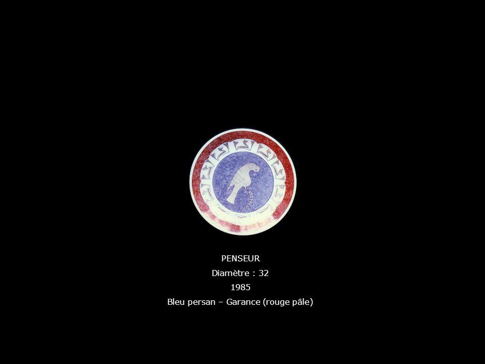 PENSEUR Diamètre : 32 1985 Bleu persan – Garance (rouge pâle)