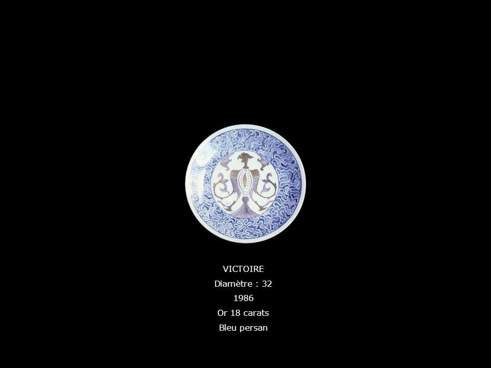 VICTOIRE Diamètre : 32 1986 Or 18 carats Bleu persan