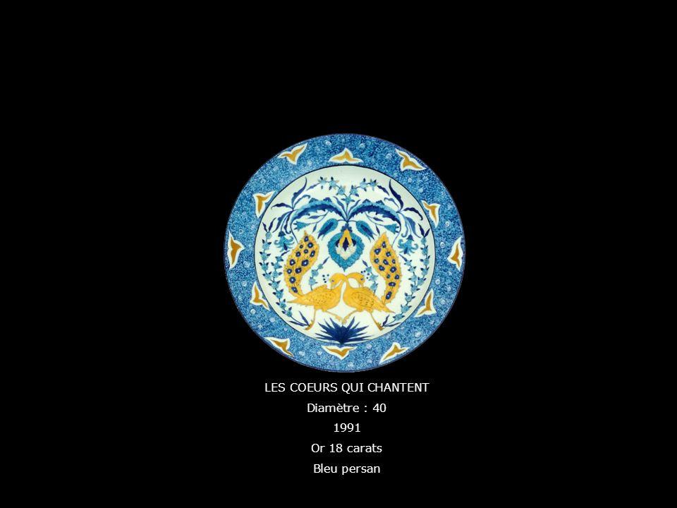 LES COEURS QUI CHANTENT Diamètre : 40 1991 Or 18 carats Bleu persan