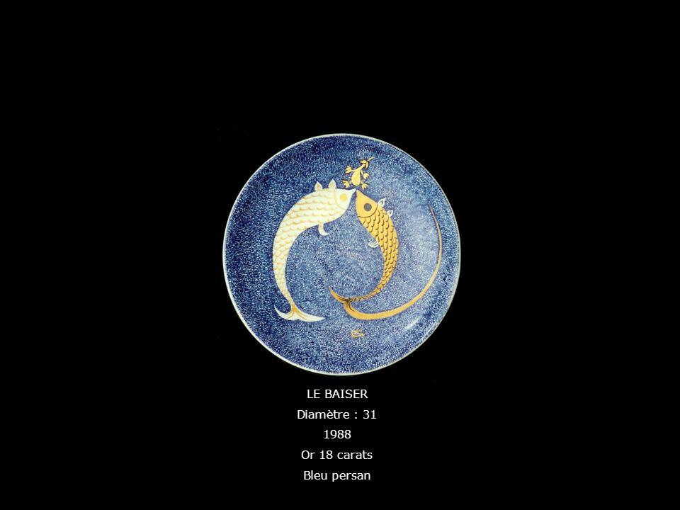 LE BAISER Diamètre : 31 1988 Or 18 carats Bleu persan
