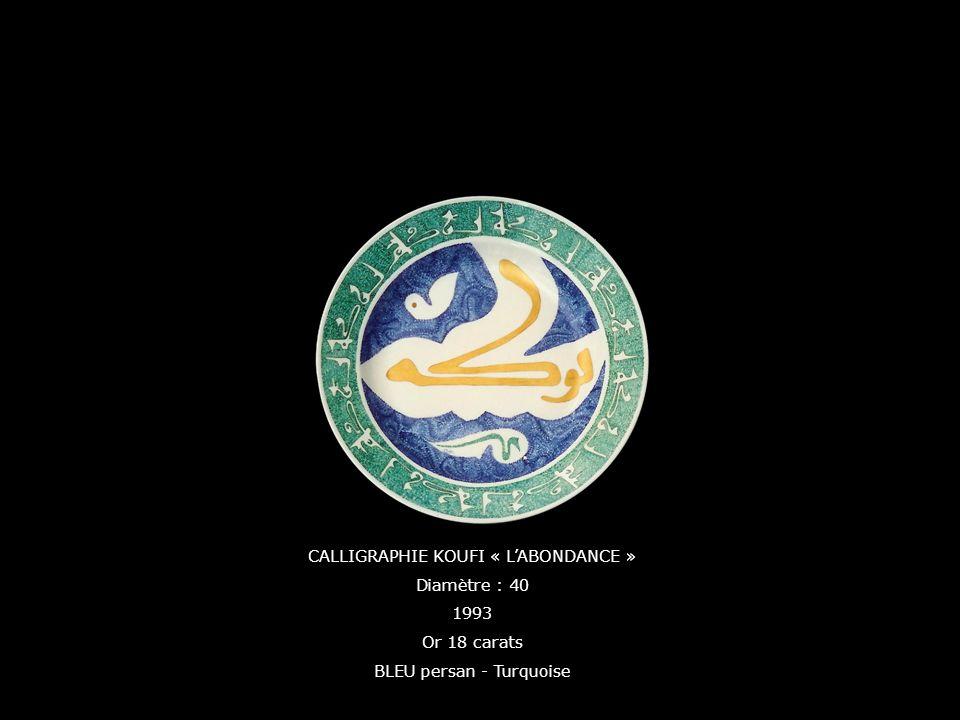 CALLIGRAPHIE KOUFI « LABONDANCE » Diamètre : 40 1993 Or 18 carats BLEU persan - Turquoise