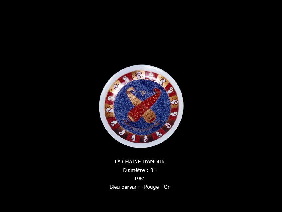 LA CHAINE DAMOUR Diamètre : 31 1985 Bleu persan – Rouge - Or