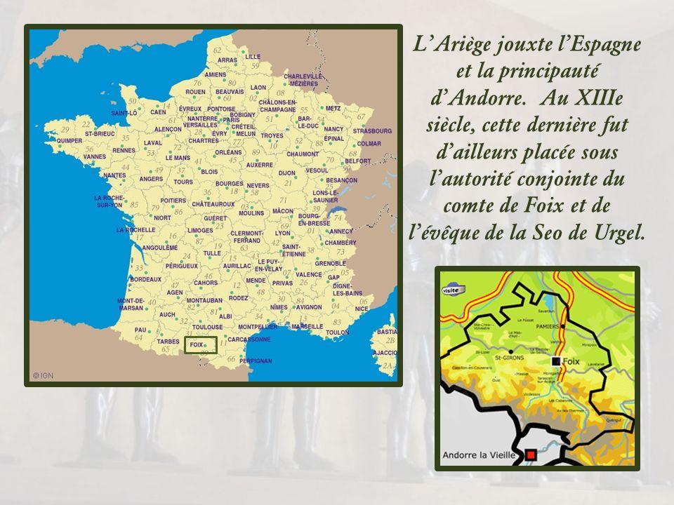Au cœur de lAriège dont elle est le chef-lieu, la ville de Foix se blottit aux pieds des Pyrénées, dominée par les trois tours de son château… La grot