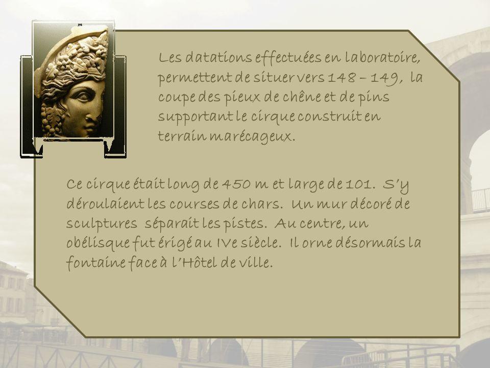 Toujours sur la place du Forum, on retrouve cet hommage à Mistral.