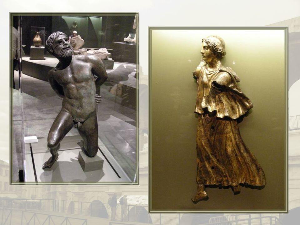 Sur la diapositive suivante, deux des œuvres maîtresses : la reproduction en bronze dun captif aux mains liées dans le dos et une représentation de la Victoire en bronze doré.