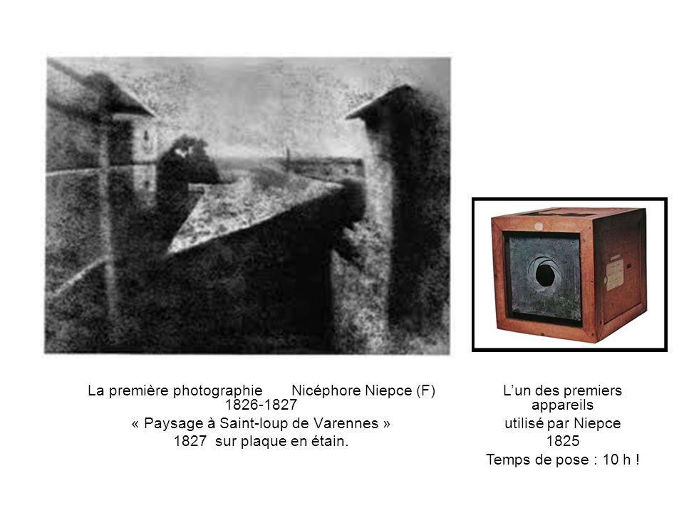 La première photographie Nicéphore Niepce (F) 1826-1827 « Paysage à Saint-loup de Varennes » 1827 sur plaque en étain.