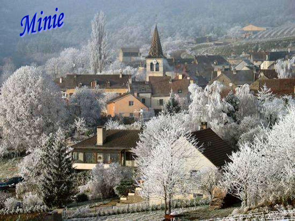 La neige possède ce secret de rendre au cœur en un souffle, La joie naïve que les années lui ont impitoyablement arrachée.