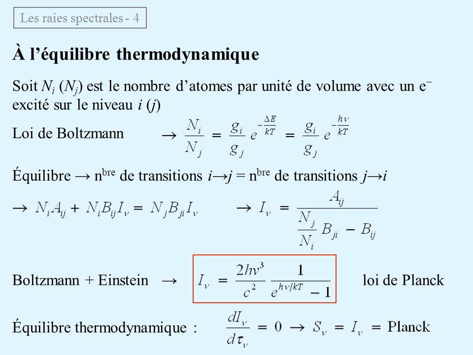 À léquilibre thermodynamique Les raies spectrales - 4 Soit N i (N j ) est le nombre datomes par unité de volume avec un e excité sur le niveau i (j) L