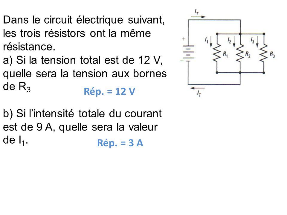 Dans le circuit électrique suivant, les trois résistors ont la même résistance. a) Si la tension total est de 12 V, quelle sera la tension aux bornes
