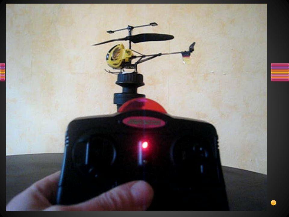 Définir le rôle du Trim.Protocole : 1. Fixer lhélicoptère sur la table.