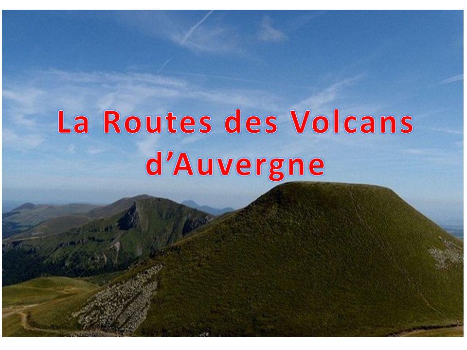 Le Puy de Dôme est un volcan explosif en sommeil de la chaîne des Puys, dans le Massif Central.