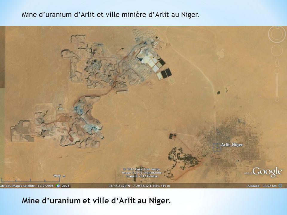 Mine duranium dArlit et ville minière dArlit au Niger. Mine duranium et ville dArlit au Niger.