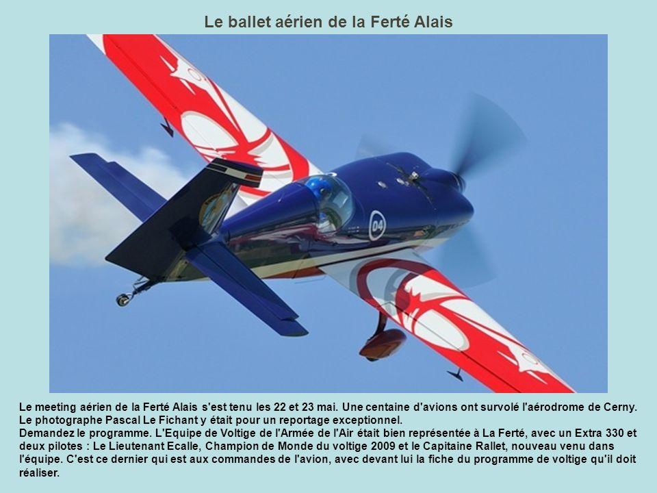 100, comme 100 ans d Aéronavale La décoration de ce DC-3 reprend l un des thèmes développés lors du meeting 2010 de La Ferté Alais : l aéronautique navale est centenaire.
